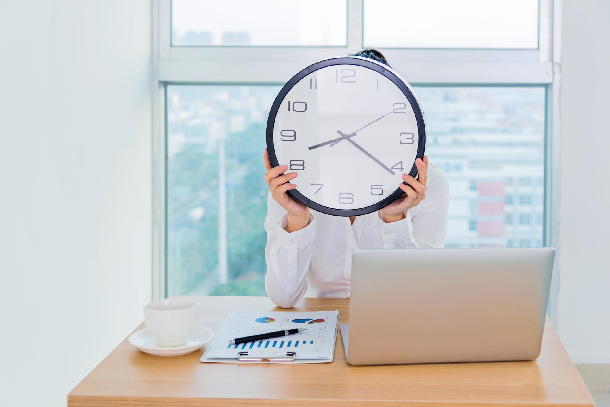 Como calcular o valor da hora de trabalho?